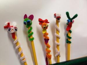 Ett litet pyssel vi gjorde i söndagsskolan! Visst är vi fina? :-)